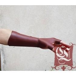 Protection de main d'archer acec canon intégré
